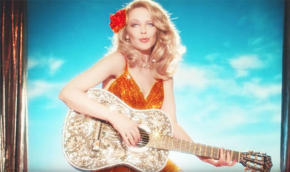 Kylie-Minogue-Dancing-video-inspired-by-Dolly-Parton-913249